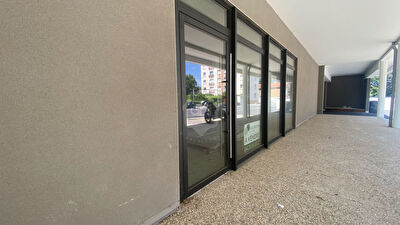 Bureau-Local commercial - 87m²